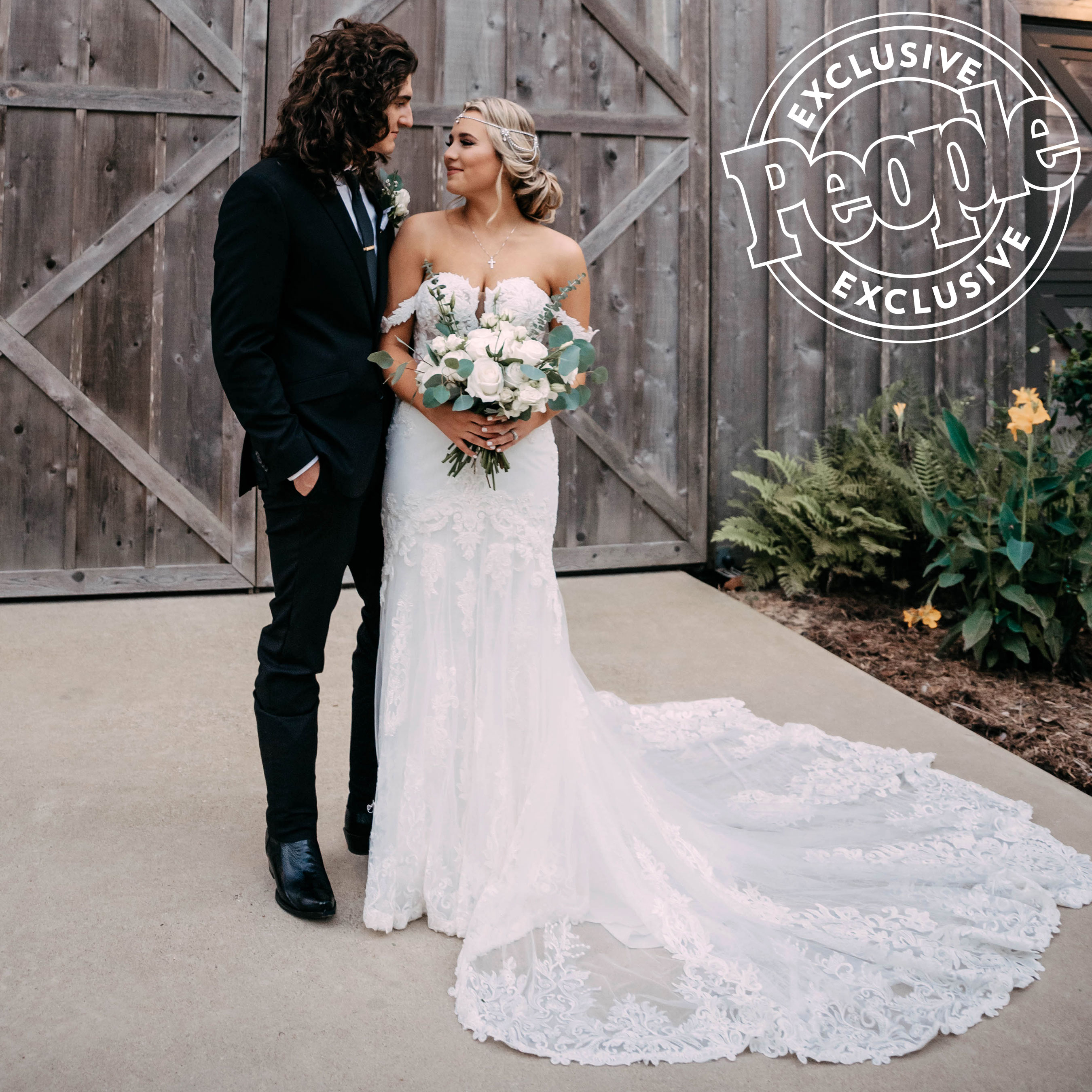 CADE FOEHNER AND GABBY BARRETT ON THEIR WEDDING DAY AT UNION SPRINGS WEDDING AND EVENT VENUE - GARRISON, TX - OCTOBER 5, 2019 - PHOTO CREDIT: PEOPLE.COM | LILLY WELCH