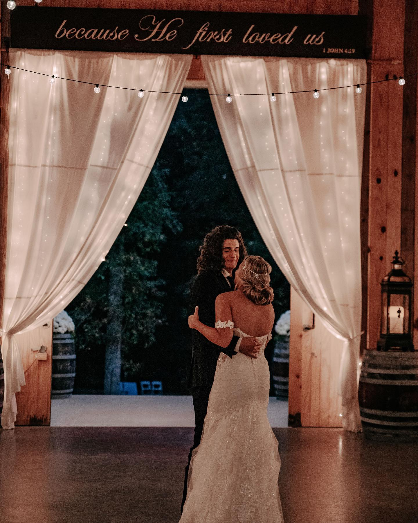 CADE FOEHNER AND GABBY BARRETT ON THEIR WEDDING DAY AT UNION SPRINGS WEDDING AND EVENT VENUE - GARRISON, TX - OCTOBER 5, 2019