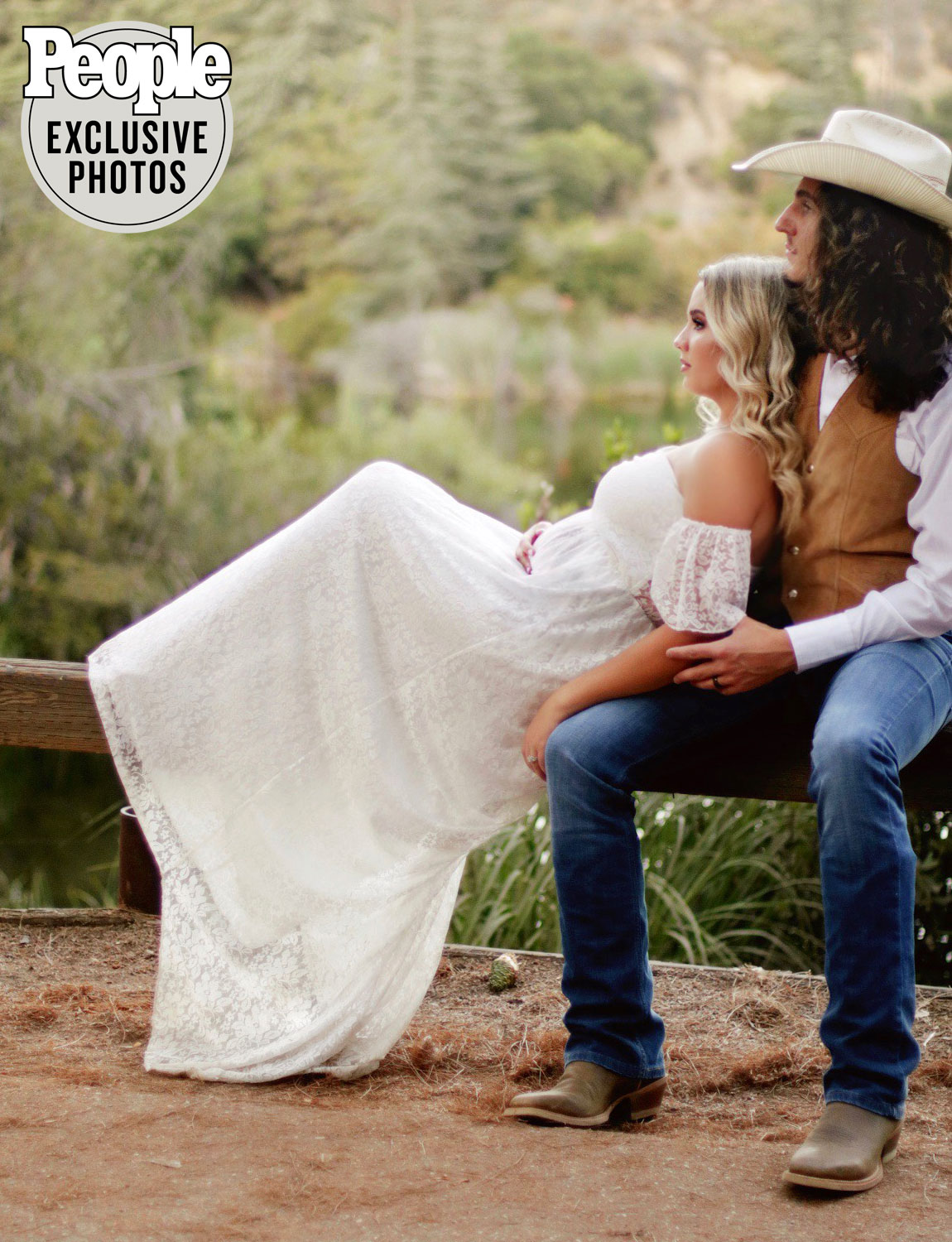 CADE FOEHNER AND GABBY BARRETT BABY GIRL ANNOUNCEMENT - AUGUST 16, 2020 PHOTO CREDIT: PEOPLE / MADISEN ELIZABETH PHOTOGRAPHY