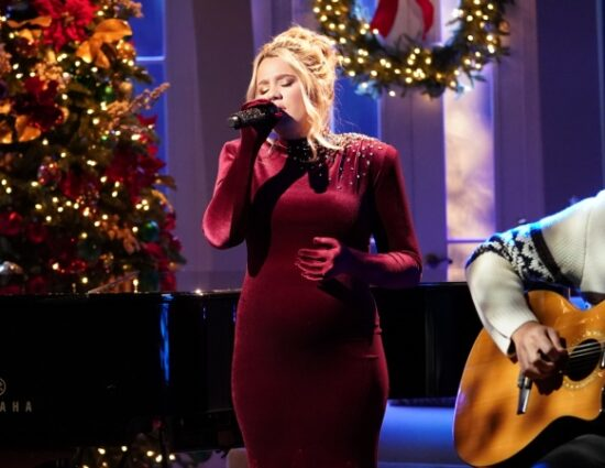 """Gabby Barrett Performs """"The First Noel"""" on CMA Country Christmas"""